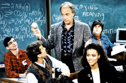 HEAD OF THE CLASS, (from left): Dan Frischman, Tony O'Dell, Kimberly Russell, Howard Hesseman, Robin Givens, Dan Schneider, Brian Roberts, Jory Husain, 1986-91. ©Warner Bros. Television / Courtesy: Everett Collection
